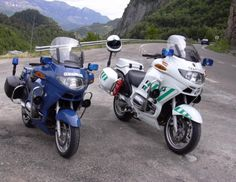 BMW R-1150 RT    with a Spanish Guardia Civil motorcycle