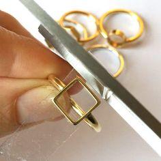 Create Resin Filled Open Back Bezel Rings Tutorial - Nunn Design Metal Jewelry Making, Metal Clay Jewelry, Diy Jewelry, Jewellery, Jewelry Ideas, Diy Resin Ring, Resin Art, Uv Resin, Resin Crafts
