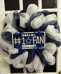 Change the colors around and a bulldog plate and we have a Greenwood Bulldog Wreath!