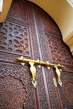 Beautiful door from MOROCCO with metal works in gold Cool Doors, Unique Doors, Putrajaya, Moroccan Doors, Moroccan Bedroom, Moroccan Tiles, Knobs And Knockers, Moroccan Interiors, Islamic Architecture