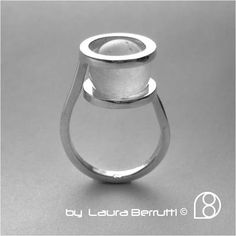 Laura Berrutti ring. Great tension hold. I wonder if there's glue, or would it be partially drilled? Hard to see if so, and the link's no good.