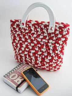 Handmade crochet bag in red and white webbing di Studio43122 #bag #fashion #red&white #red #white #colors #love #gift #christmas #etsy #handmade #OOAK