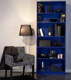 Repeindre meuble étagère Ikea avec peinture bleu outremer