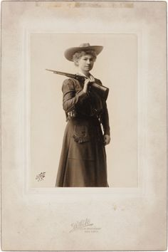Photography:Studio Portraits, Annie Oakley: Silver Gelatin Print, Circa 1903 by White Studios ofNew York, Showing Annie as She Appeared in t. Vintage Cowgirl, Cowboy And Cowgirl, Old West Photos, Wild West Show, Annie Oakley, Real Cowboys, Wax Museum, African Tribes, Le Far West