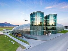 Hangar 7 - a Red Bull birodalom Salzburg Austria, Gif Pictures, Out Of This World, Burj Khalifa, Marina Bay Sands, High Quality Images, Cathedral, Castle, Architecture