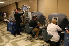 Memorial Hospital employees got a chance to try out da Vinci ® at an open-house held in the hospital auditorium.