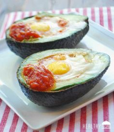 This baked egg recipe uses an avocado as a bowl. What a healthy and easy-to-make breakfast idea!