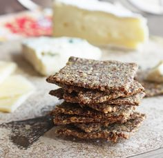 & Sea Salt Flax Crackers (Low Carb and Gluten Free) Rosemary & Sea Salt Flax Crackers (Low Carb and Gluten Free) - I Breathe. I'm Hungry.Rosemary & Sea Salt Flax Crackers (Low Carb and Gluten Free) - I Breathe. I'm Hungry. Gluten Free Recipes, Low Carb Recipes, Cooking Recipes, Cooking Food, Pie Recipes, Drink Recipes, Low Carb Bread, Low Carb Keto, Lchf