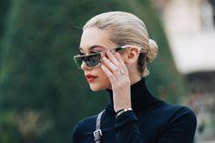 Street style à la Fashion Week automne-hiver 2017-2018 de Paris chignon sophistiqué élégant