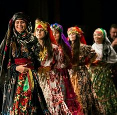 Iranian Women, Iranian Art, Iran Girls, Persian Girls, Female Soldier, Elements Of Art, Girl Dancing, Traditional Dresses, Dance