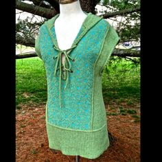 "Free People lace up hood sweater vest EUC S Fabulous Free People green wool lace up hooded sweater vest with turquoise embroidered front  PRE-OWNED IN NEAR PERFECT CONDITION   *   SIZE:  SMALL  * there are no rips, tears, pills or stain, Near Perfect Condition  100% wool  measures: 19"" from side to size (38"" around )  36"" around waist 28"" long Free People Sweaters"