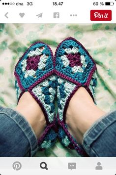 Crochet granny square slippers pattern purl bee 54 Ideas for 2019 Love Crochet, Crochet Granny, Crochet Motif, Knit Crochet, Crochet Patterns, Crochet Squares, Crochet Crafts, Crochet Projects, Granny Square Slippers
