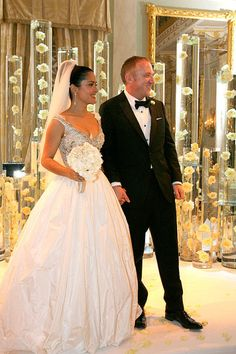 Beautiful Bride Salma Hayek Jiménez on her Wedding day to Francois-Henri Pinault in 2009 Celebrity Wedding Photos, Celebrity Wedding Dresses, Celebrity Weddings, Celebrity Style, Salma Hayek, Famous Wedding Dresses, Wedding Dresses Photos, Wedding Looks, Dream Wedding