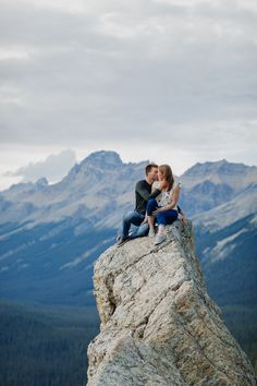 Adventurous Peyto Lake summer engagement photography session along Icefields Parkway in Banff - Peyto Lake adventure engagement photos. Summer Engagement Photography, Engagement Session, Mountain Engagement Photos, Mountain Elopement, Engagement Pictures, Engagements, Couple Photography, Photography Ideas, Wedding Photography