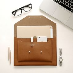 Hand Bags Office Bags for Women 2018 Briefcases Office Bag Passport Cover Women Man for Notebook Phone Passport Cover Laptop Source by bags office Office Bags For Women, Laptop Bag For Women, Best Laptop Backpack, Laptop Bags, Ipad Mini ケース, Leather Folder, Leather Bag, Briefcase Women, Leather Laptop Case