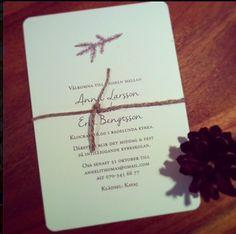 Liten grankvist Inbjudan till vinter- eller höstbröllop.