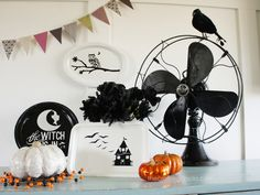 These started out as silver trays from the dollar store, but a little spray paint and Rhonna Farrer designs turned them into awesome Halloween decorations! thecraftingchicks.com