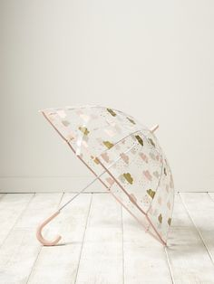 Marchersous la pluie devient beaucoup plus sympa avec ce parapluietransparent orné de nuages roses et dorés.DétailsBiais rose. Manche canne. Ouvertu
