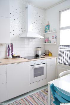 keittiö,keittiönkaapit,räsymatto,keittiön välitila