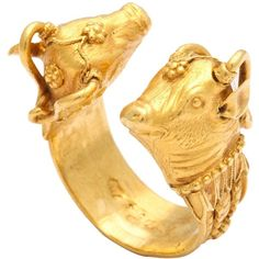 Preowned 1970s Zolotas Paris Figural Gold Ring (€2.345) ❤ liked on Polyvore featuring jewelry, rings, band rings, multiple, pre owned jewelry, 18k ring, gold ring and preowned rings