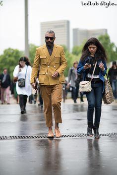 Menswear Street Style by Ángel Robles. Mustard tones. On the street, BD de Bercy, Paris.
