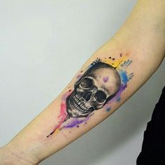 Skull against water color splash Daddy Tattoos, Sweet Tattoos, Mini Tattoos, Badass Tattoos, Cool Tattoos, Skull Model, Cloud Tattoo, Totenkopf Tattoos, Geniale Tattoos