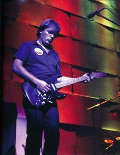 pinkfloyded: David Gilmour Pink Floyd The Wall concerts 1980 David Gilmour Pink Floyd, David Gilmour Guitar, Pink Floyd Wall, Musica Punk, Richard Wright, Best Guitarist, Stevie Ray Vaughan, Roger Waters, Jimi Hendrix