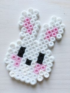 coole Ideen rund um Ostern Here are the best, most creative and coolest ideas around Easter: crafts, baking, decorating and giving – so the Spring Festival is even more beautiful! Hama Beads Design, Diy Perler Beads, Hama Beads Patterns, Perler Bead Art, Pearler Beads, Fuse Beads, Beading Patterns, Easter Crafts, Crafts For Kids