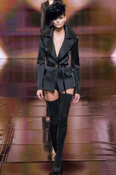 Donna Karan Fall 2014 RTW - Runway Photos - Fashion Week - Runway, Fashion Shows and Collections - Vogue Just looks trashy to me. Fashion Week, New York Fashion, Winter Fashion, Fashion Show, Fashion Design, Fashion Trends, Runway Fashion, Review Fashion, Fashion Blogs