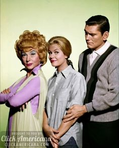 Agnes Moorehead as Endora, Elizabeth Montgomery as Samantha & Dick York as Darren in Bewitched ABC). This was one of my favorite TV shows from the I used to watch re-runs every day after school. Agnes Moorehead, Elizabeth Montgomery, My Childhood Memories, Best Memories, Bewitched Tv Show, Endora Bewitched, Mejores Series Tv, The Lone Ranger, Old Shows