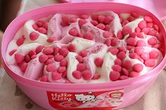 Yummy Strawberry Ice Cream with Hello Kitty! :)) kiddos would LOVE! Ice Cream Pink, Strawberry Ice Cream, Cream White, Cute Food, Yummy Food, Yummy Yummy, Pink Hello Kitty, Hello Kitten, Kitty Kitty