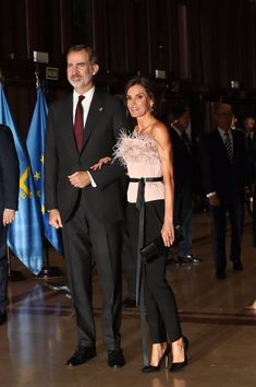 Queen Letizia dazzled in the skin top and pants at princess of asturias awards musical concert Spanish Queen, Spanish Royal Family, Grey Gown, Laetitia, Effortless Chic, Queen Letizia, Royal Fashion, Duchess Of Cambridge, Bridal Gowns