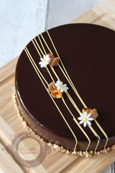 entremets-noisette-yuzu04 Cake Decorating Piping, Creative Cake Decorating, Cake Decorating Videos, Creative Cakes, Chocolate Cake Designs, Chocolate Decorations, Eggnog Cake, Pretty Birthday Cakes, Dessert Party