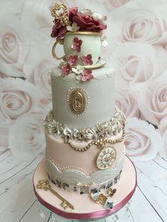 Alice in Wonderland vintage cake