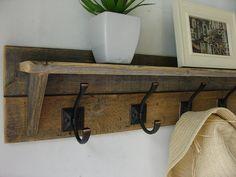 Reclaimed wood 5 hanger coat rack with shelf Diy Coat Rack, Coat Rack Shelf, Wall Mounted Coat Rack, Wall Mounted Tv, Coat Hanger, Coat Hooks, Decoration Entree, Rack Design, Wood Pallets