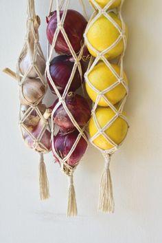 Home Crafts, Diy Home Decor, Diy And Crafts, Arts And Crafts, Diy Rangement, Vegetable Storage, Boho Kitchen, Kitchen Decor, Macrame Projects