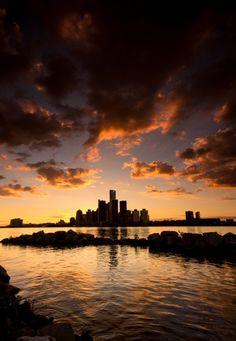 Sunset over Detroit by Cale Best Western Michigan, State Of Michigan, Detroit Michigan, Metro Detroit, Detroit Lions, Detroit Wallpaper, Detroit Skyline, Detroit History, Sky Landscape