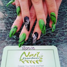 The Best Nail Art Designs – Your Beautiful Nails Goth Nails, Stiletto Nails, Halloween Nail Designs, Halloween Nail Art, Hair And Nails, My Nails, Gothic Nail Art, Bride Of Frankenstein, Holiday Nails