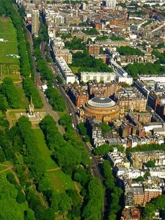 Royal Albert Hall right of center, Hyde Park on the left with the Albert Memorial. Kensington Gore, London S. Tours Free with LP. England And Scotland, England Uk, London England, Parks, Beautiful London, Helicopter Tour, Royal Albert Hall, London Calling, London Travel