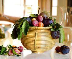 c'est une photo très réaliste qui  représente une corbeille de fruits fait par  Roberto Bernardi en