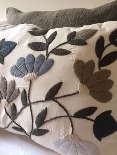 Hand Embroidery Videos, Hand Embroidery Stitches, Crewel Embroidery, Ribbon Embroidery, Cross Stitch Embroidery, Embroidery Patterns, Machine Embroidery, Cushion Embroidery, Mexican Embroidery