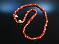 Lovely Sardegna Coral Necklace! Schöne Sardegna Edel Koralle! Kette aus Korallen Stäbchen, Zierkugelen und Magnet Schließe aus vergoldetem Sterling Silber