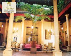En nuestro maravilloso, sorprendente, cálido y bellísimo estado de Michoacán, contamos con una gran variedad y distribución de orfebrería, mejor conocido como joyería, con piezas decoradas que se encuentran en muchas plazas y mercados artesanales. Ven a nuestros pueblos y disfruta de la magia que nos brindan sus tierras. Te invita el Hotel Alameda ubicado en el corazón de Morelia. http://www.hotel-alameda.com.mx/
