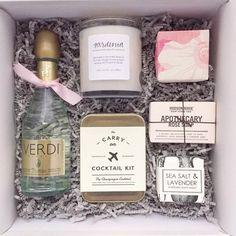"""""""Love this photo by gift box ninja/ wedding planner extraordinaire! So perfect as a bridesmaid gift or bridesmaid proposal gift! Gifts For Wedding Party, Party Gifts, Wedding Favors, Wedding Ideas, Wedding Souvenir, Diy Wedding, Wedding Venues, Wedding Proposals, Marriage Proposals"""