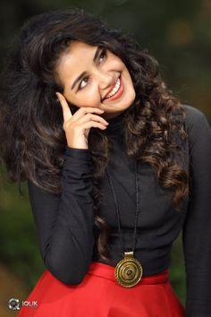 Hollywood Actress Photos, Most Beautiful Hollywood Actress, Beautiful Bollywood Actress, Most Beautiful Indian Actress, Beautiful Actresses, Actress Pics, Beautiful Girl In India, Beautiful Girl Photo, Cute Girl Poses