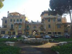 La Garbatella è uno dei rioni di Roma più affascinanti, in cui l'anima popolare si sposa alla gradevolezza: scoprilo con l'itinerario di Roma a Piedi.