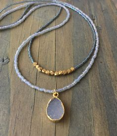 Beaded Jewelry Double Strand Necklace - Beaded necklace with miyuki seed beads with druzy charm and magnetic clasp Seed Bead Necklace, Seed Bead Jewelry, Diy Necklace, Boho Jewelry, Jewelery, Jewelry Necklaces, Fashion Jewelry, Beaded Bracelets, Strand Necklace