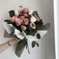 More inspiration: ☼♥ How To Wrap Flowers, Bunch Of Flowers, Fresh Flowers, Beautiful Flowers, Bouquet Wrap, Hand Bouquet, Flower Aesthetic, Flower Boxes, Floral Bouquets
