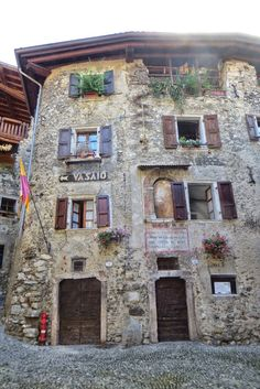 Travel Tips For Your Cycling Vacations In Italy Italy Vacation, Italy Travel, Italy Trip, 2 Weeks In Italy, Picture Places, Visit Italy, Ancient Architecture, Where To Go, Places To See