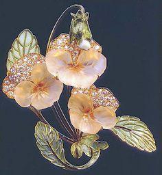 Art Nouveau era Brooch of palest pink Pansies by Rene Lalique. Bijoux Art Nouveau, Art Nouveau Jewelry, Jewelry Art, Vintage Jewelry, Fine Jewelry, Gold Jewelry, Jewelry Necklaces, Handmade Jewelry, Jewellery Shops